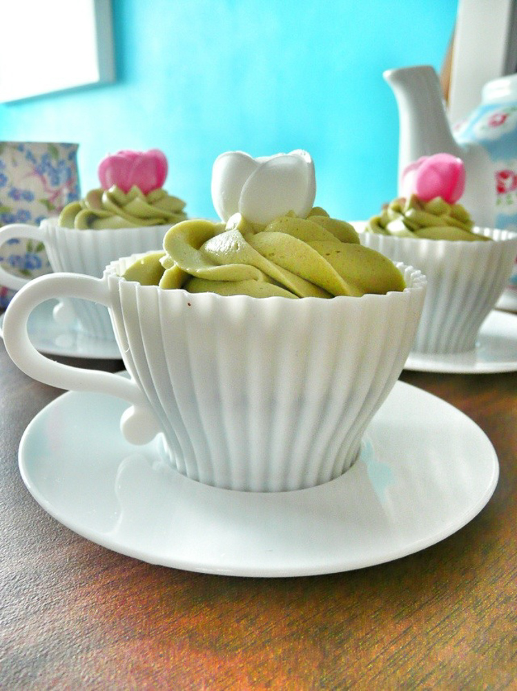 Matcha and Vanilla Cupcakes