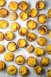 How to make pasteis de nata at home - Portuguese custard tarts made with vanilla creme pat in a cinnamon swirl puff pastry case